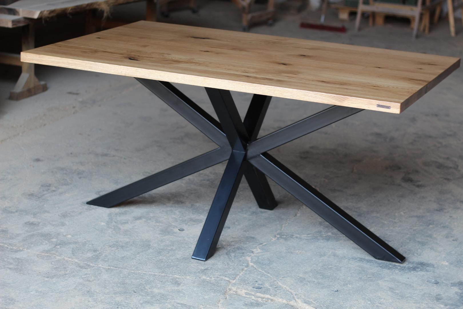 Stół na na masywnej nodze  #1