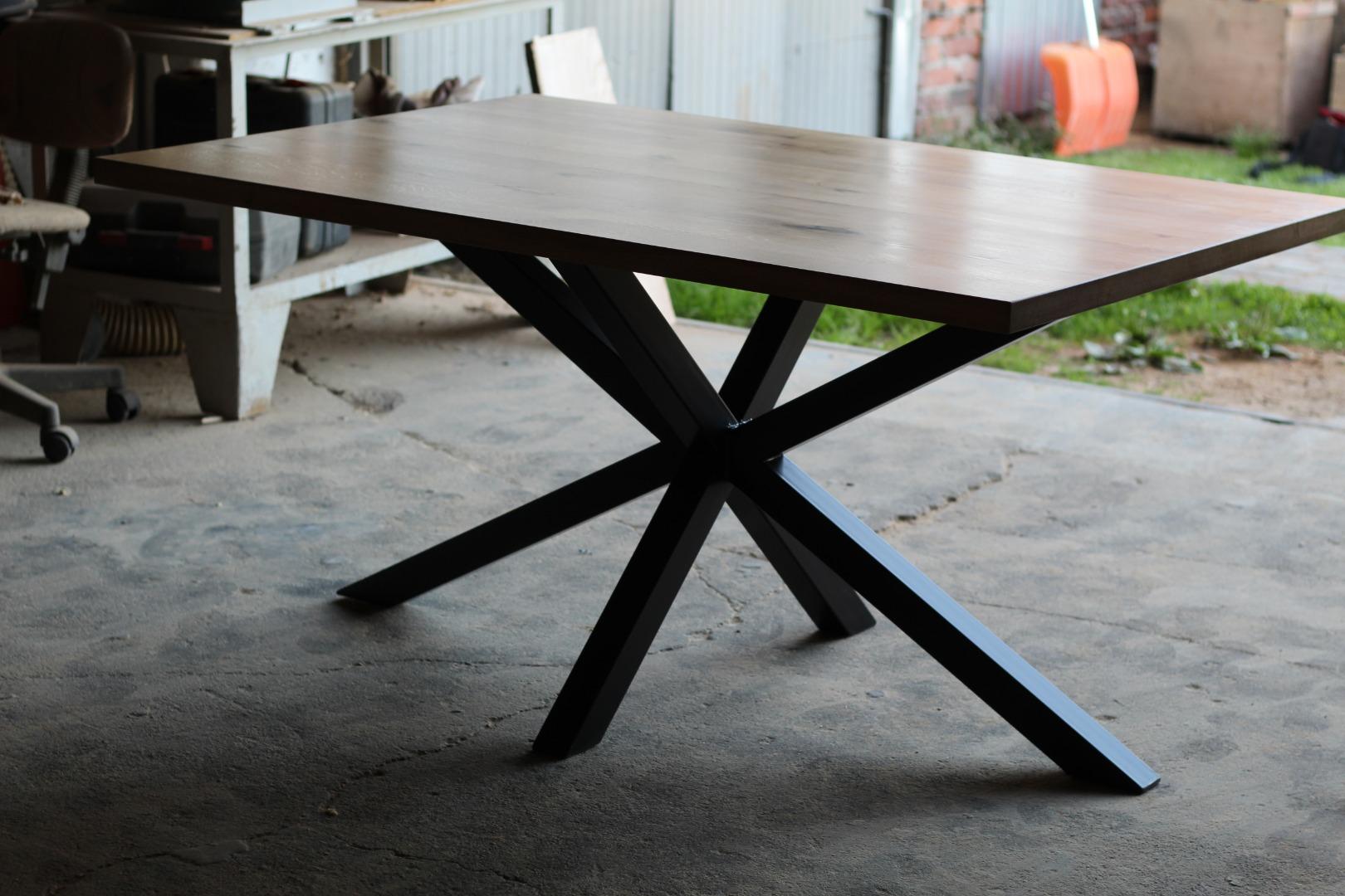 Stół na na masywnej nodze  #2