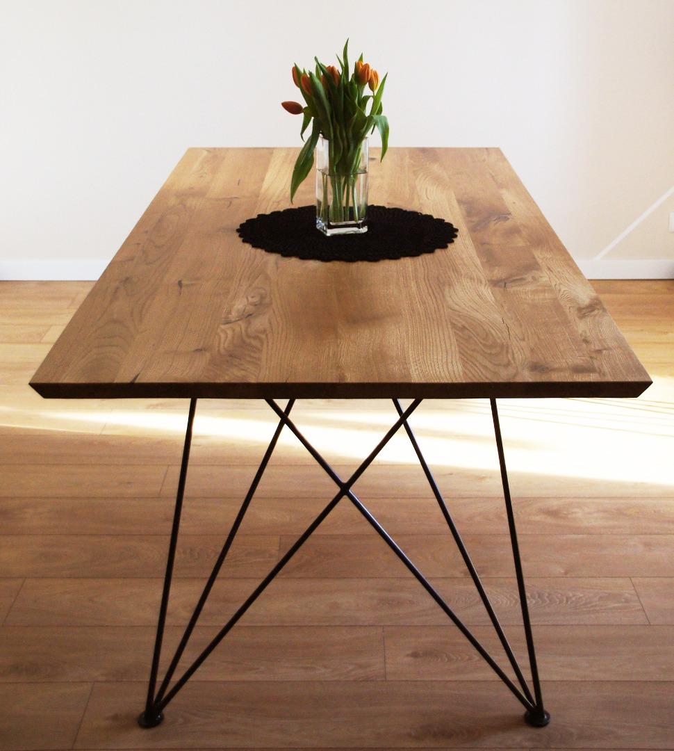 Dębowy stół z nogą w czarnym macie #10