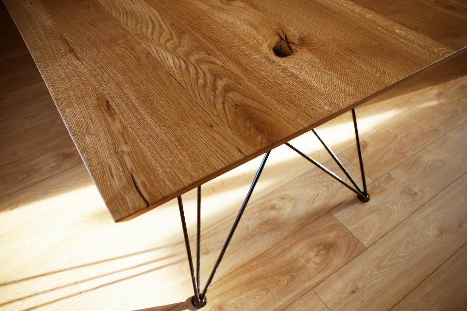 Dębowy stół z nogą w czarnym macie #3