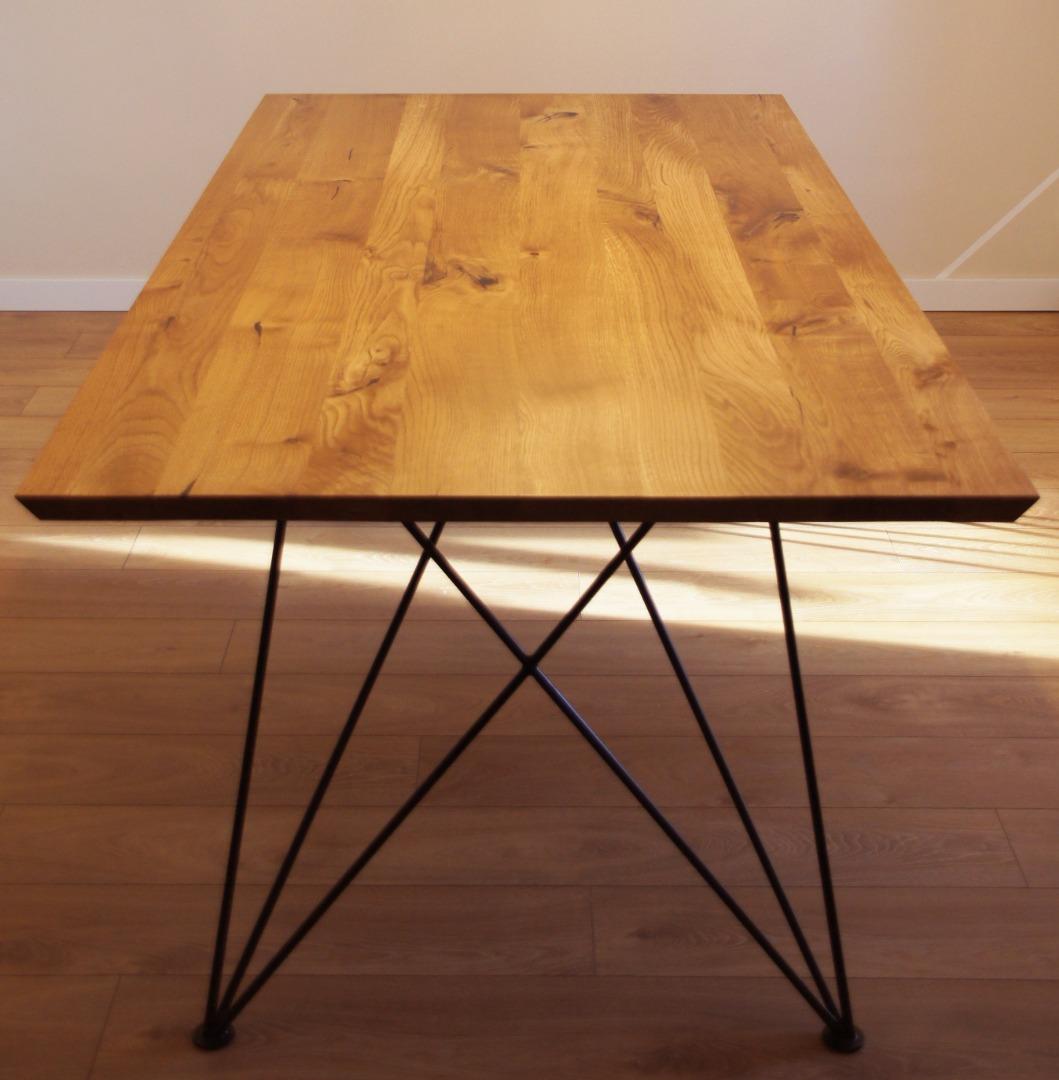 Dębowy stół z nogą w czarnym macie #8