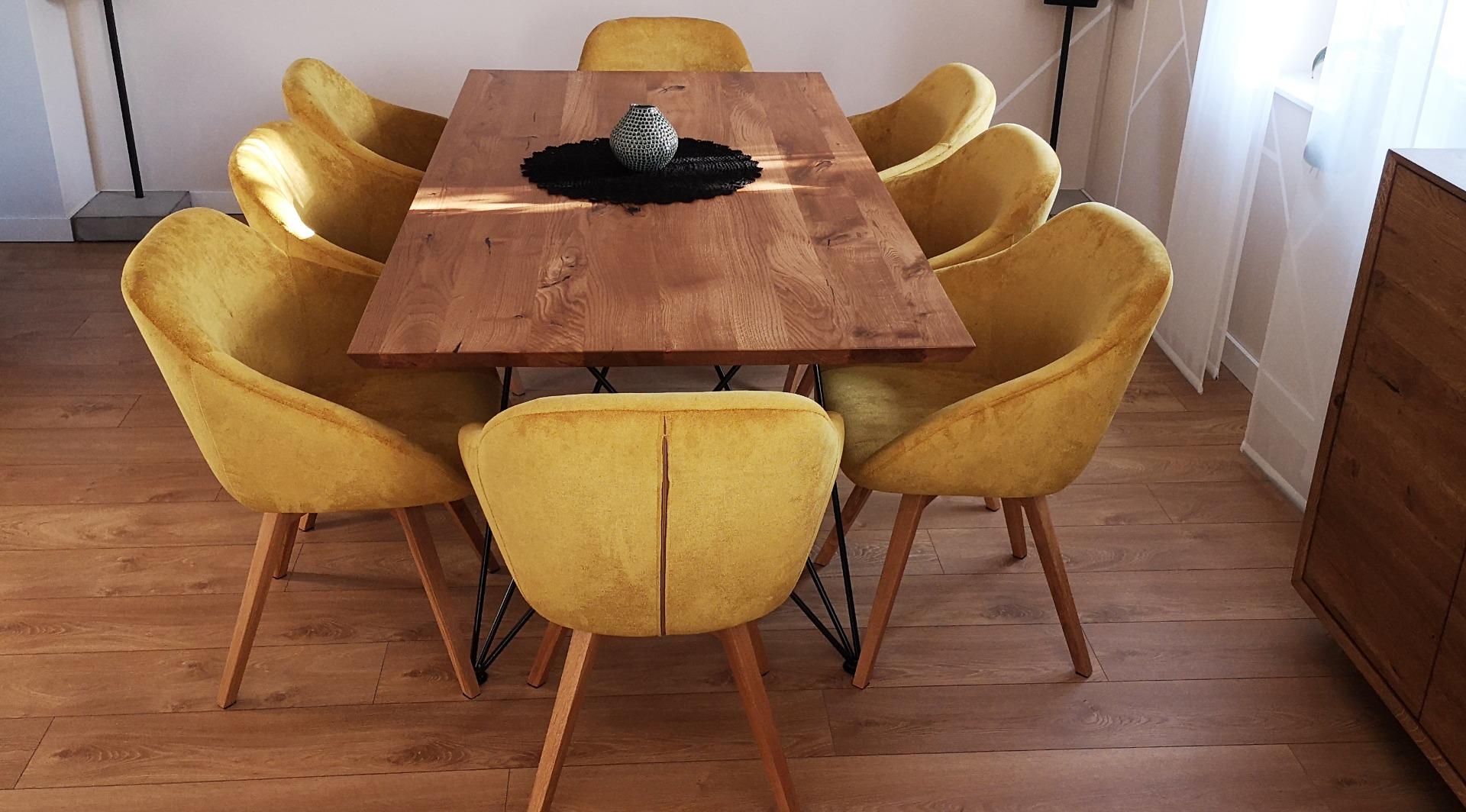 Dębowy stół z nogą w czarnym macie #1