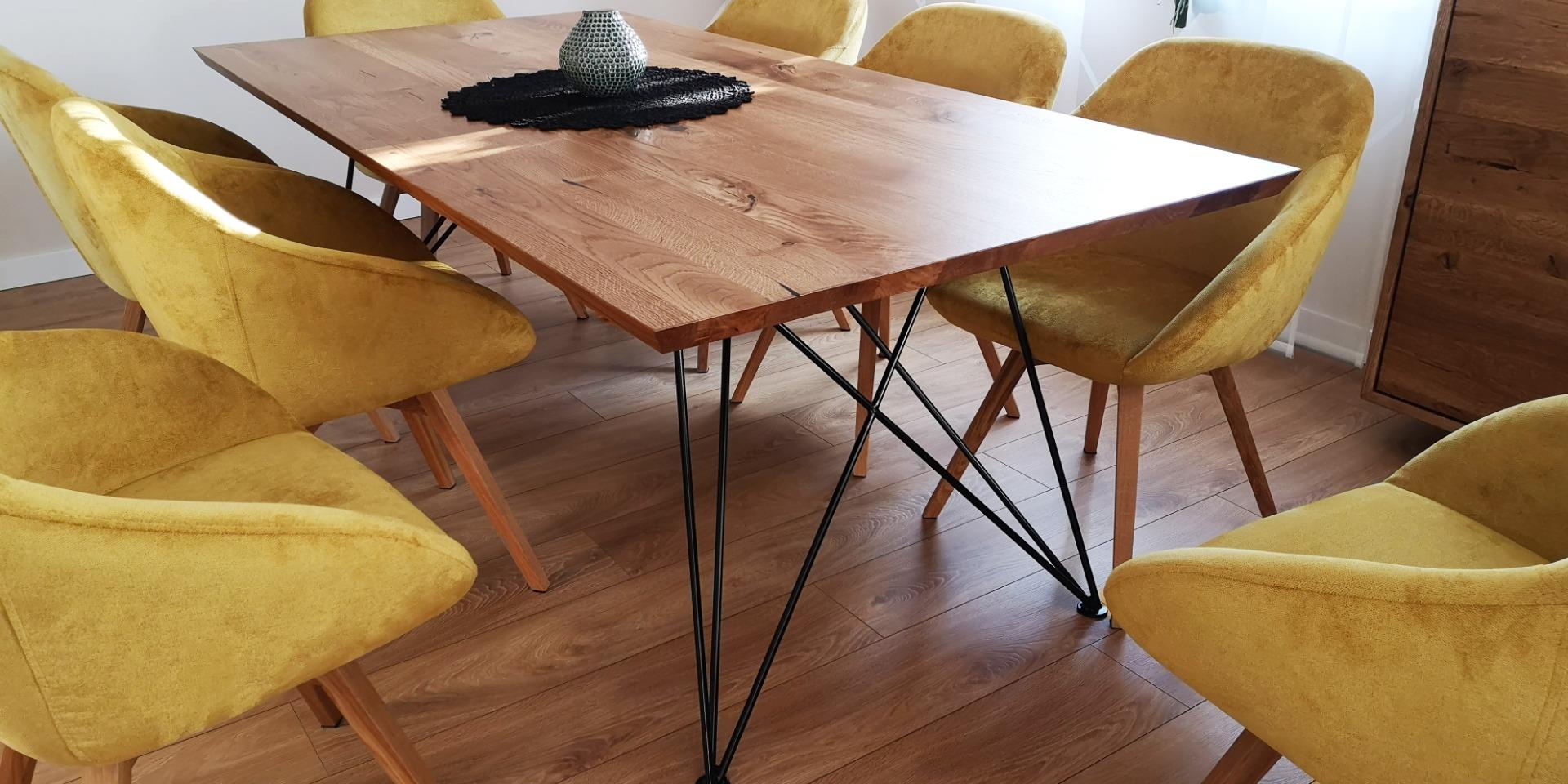 Dębowy stół z nogą w czarnym macie #2