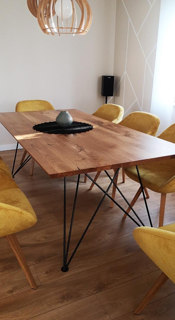 Dębowy stół z nogą w czarnym macie #11