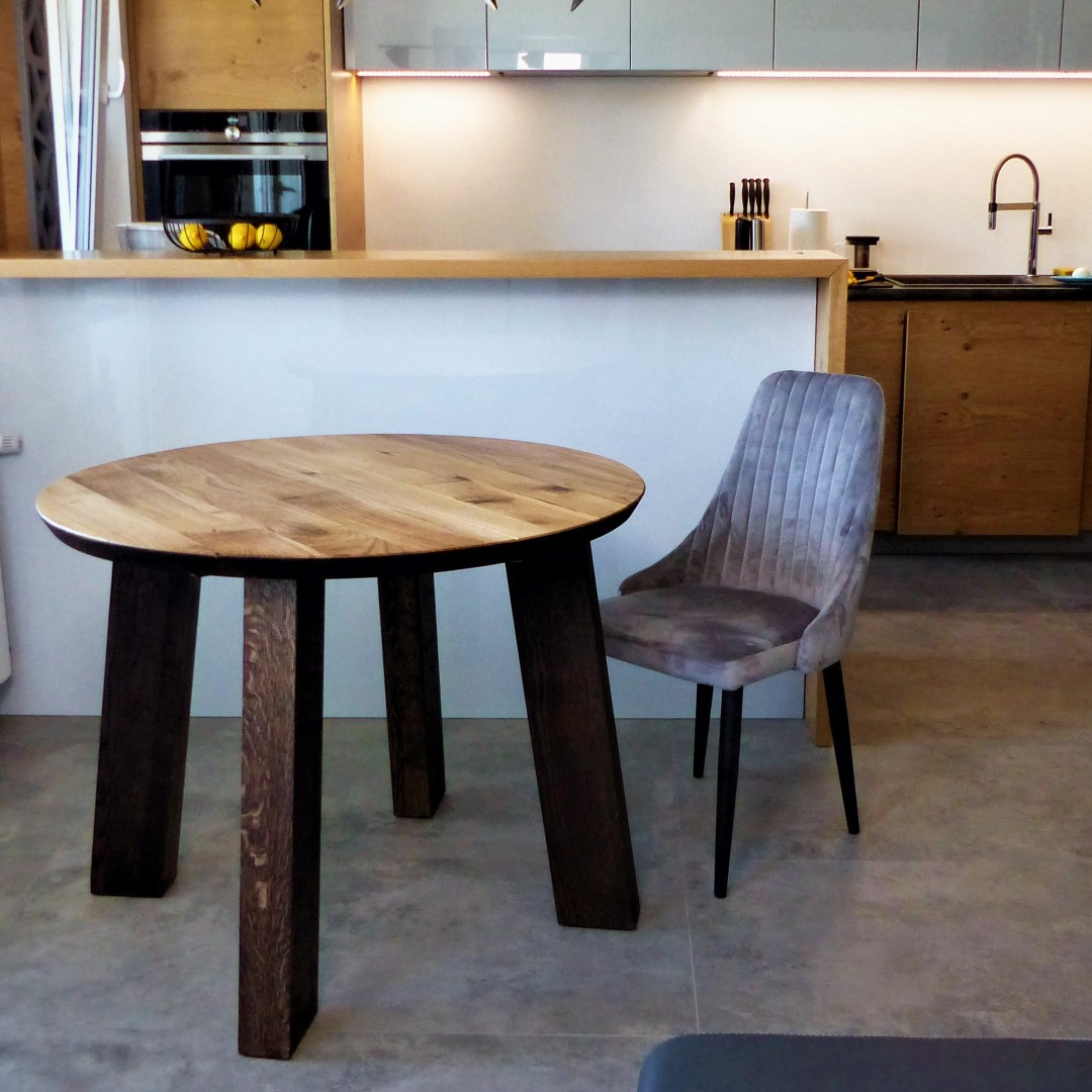 Okrągły stół dębowy z nogami z litego drewna #1