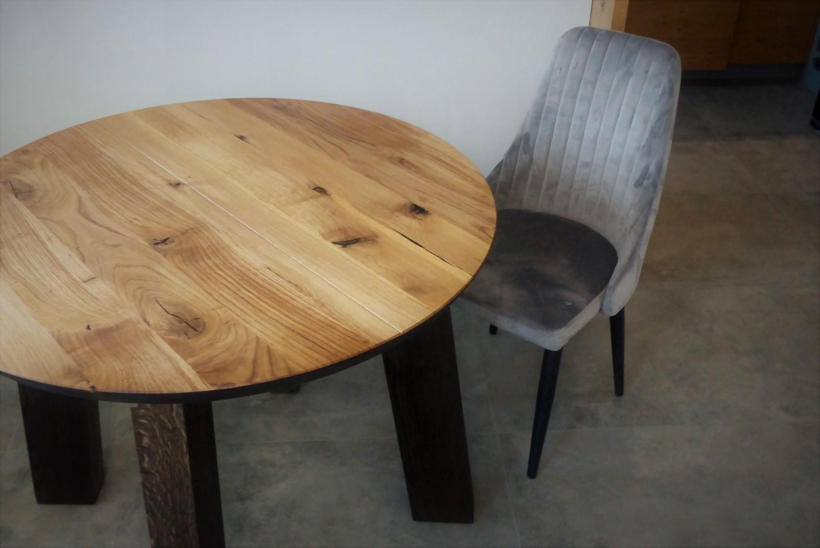 Okrągły stół dębowy z nogami z litego drewna #2