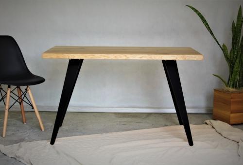 Stół loftowy z blatem dębowym