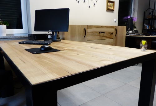 Biurko z wpuszczanym blatem