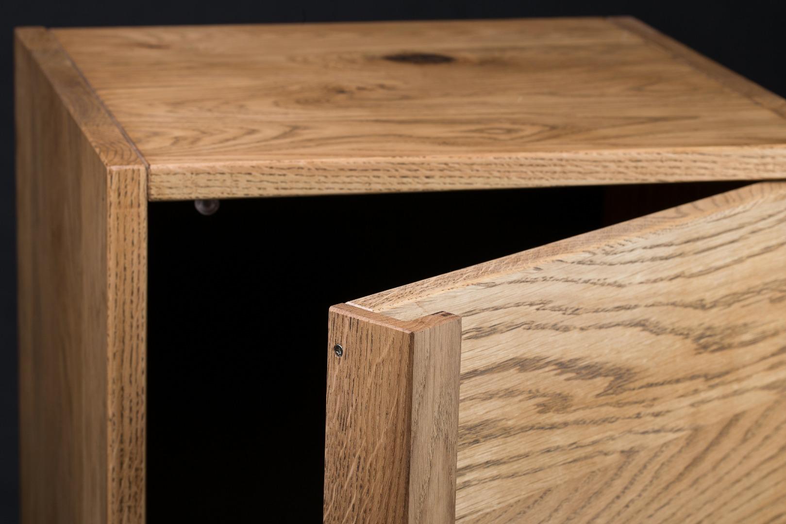 Smukła komoda z litego drewna K1 #1