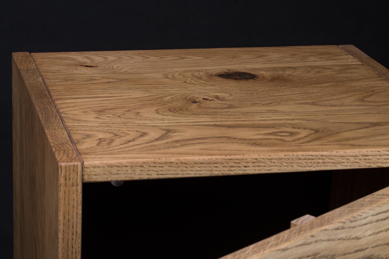 Smukła komoda z litego drewna K1 #2