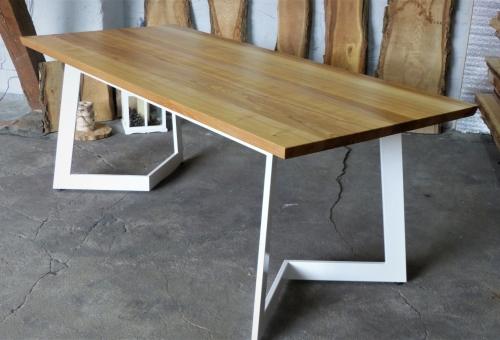 Designerski stół z blatem jesionwym